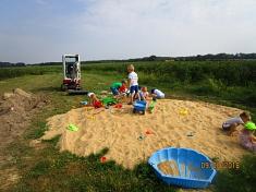 Entspannen im Sandhaufen©Kindergarten Tausendfüßler
