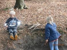 Wir sammeln Holz©Kindergarten Tausendfüßler