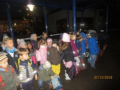 Wir warten auf den Bus©Kindergarten Tausendfüßler